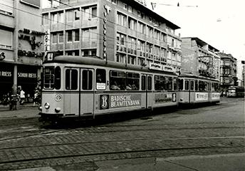 Werbung auf der Straßenbahn für die Badischen Beamtenbank